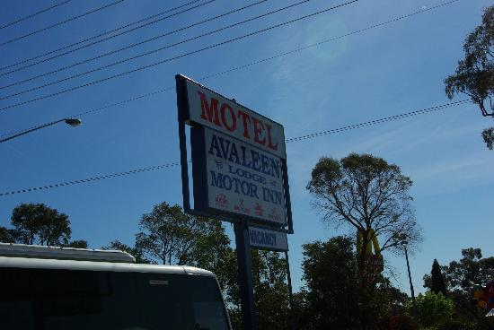 Avaleen Lodge Motor Inn: Look for this sign