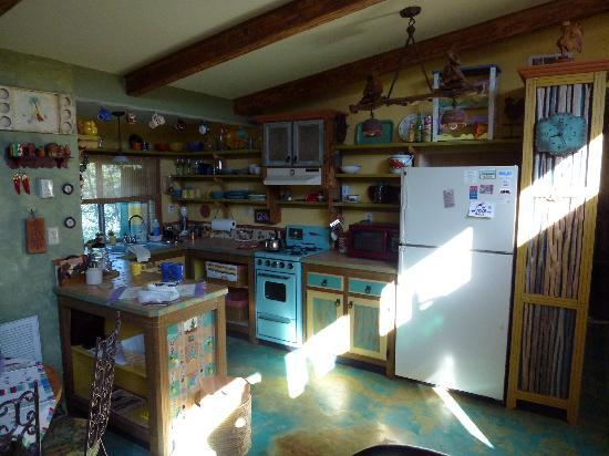 Rio Tierra Casitas: Kitchen in our livingroom from cottage