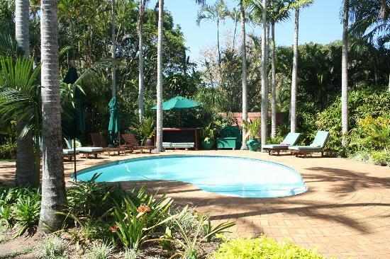Avalone Guest House: één van de zwembaden