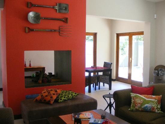 Karoo Sun Guesthouse: Modern lounge / reception area with cosy fireplace