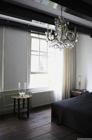 ‪‪B & B 1680‬: Black&white room‬