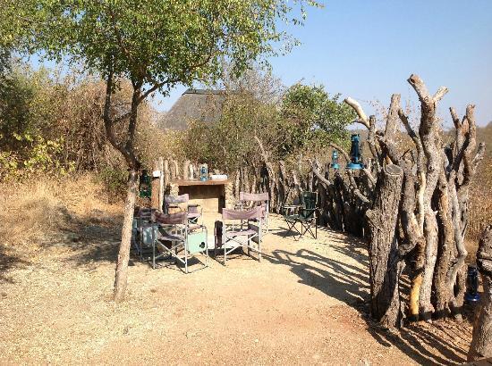 Muweti Bush Lodge: Braai area 