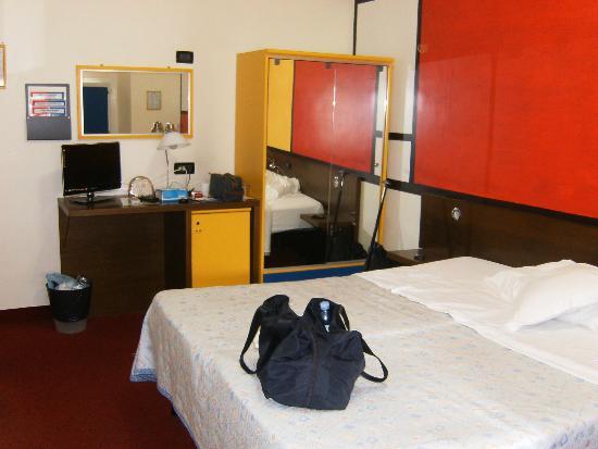 Hotel Cairoli : la camera n 7 all'ultimo piano