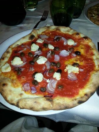 Ristorante Montevicoli - Pizzeria : Pizza cegliese - Ottima