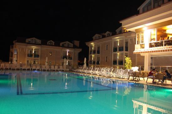 Aes Club Hotel: pool and dining room