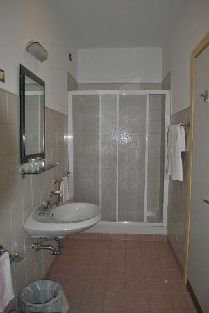 Hotel delle Rose: doccia
