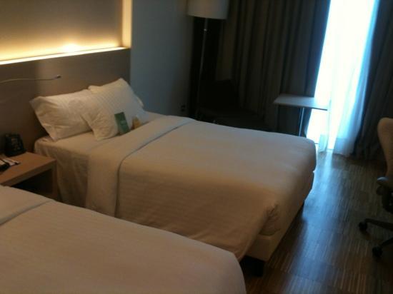 ฮิลตัน การ์เด้น อินน์ เวนิซ เมสเทรอ: two bedded room with extra pillows, Thanks!
