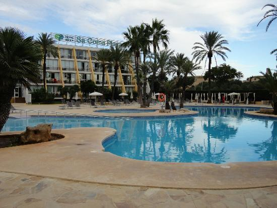 Protur Sa Coma Playa Hotel & Spa: View across the pool