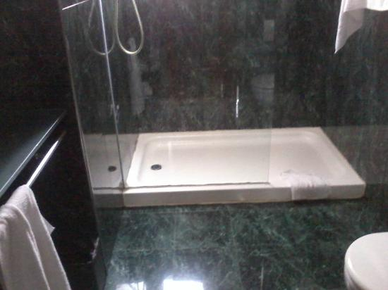 Hotel H2 Castellon: Ducha, wc