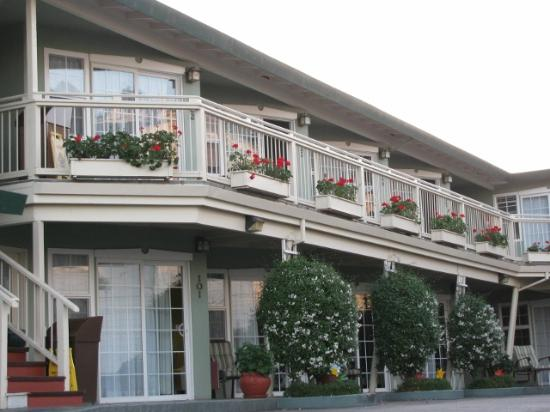 Seaway Inn: 2 level motel - nicely kept