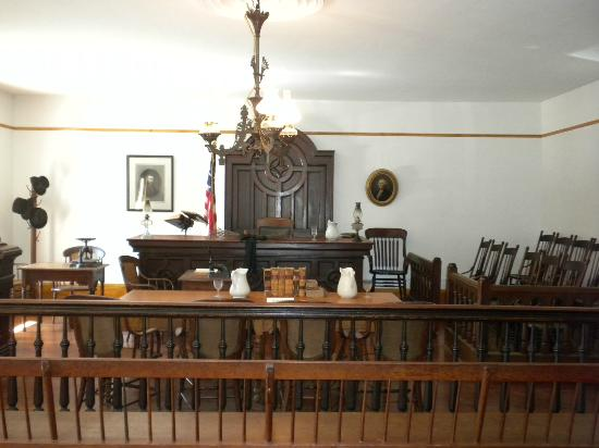 Whaley House Museum: Whaley House Courtroom