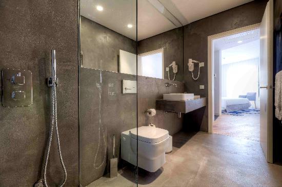 InPatio Guest House : Casa de banho de um dos quartos