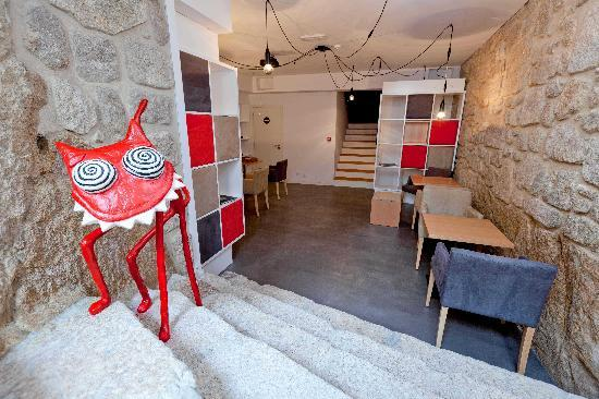 InPatio Guest House : Entrada da sala de peq. almocos / lounge