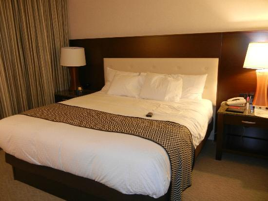 DoubleTree by Hilton - Washington DC - Crystal City: Bedroom
