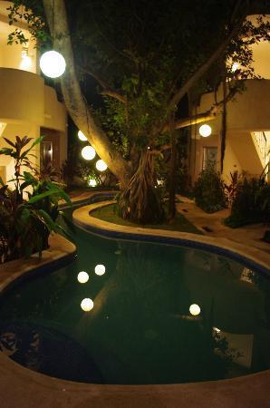 Hotel Posada 06 Tulum: Poolside.
