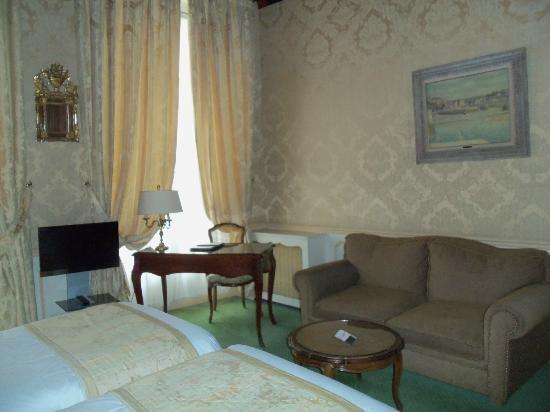 Hotel d'Angleterre, Saint Germain des Pres: Hemingway room