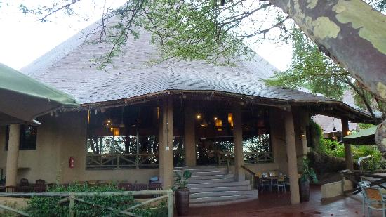 Mara Sopa Lodge: Large dining room