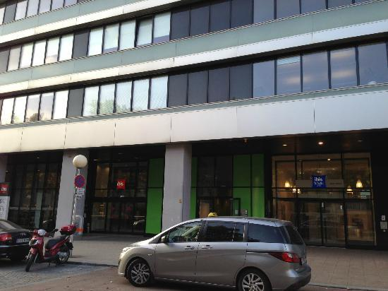 Hotel Ibis Wien Messe: The front of the hotel