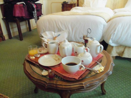 Hotel d'Angleterre, Saint Germain des Pres: Breakfast in our room