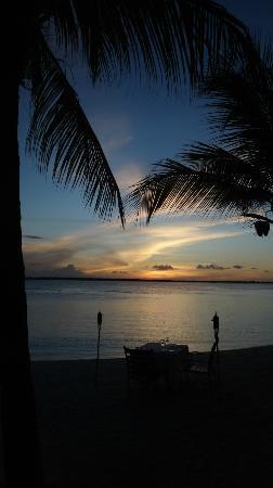 Harbour Village Beach Club: hotelstrand bei sonnenuntergang