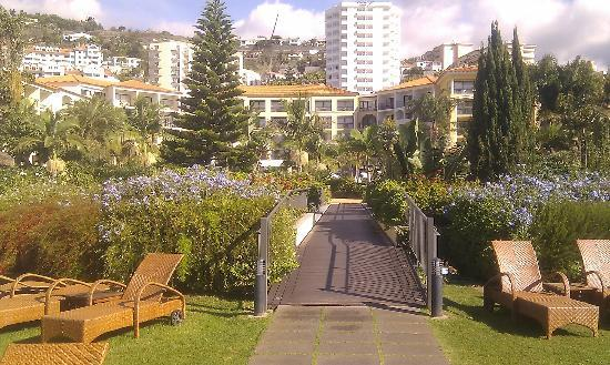 Porto Mare Hotel: View of gardens and hotel