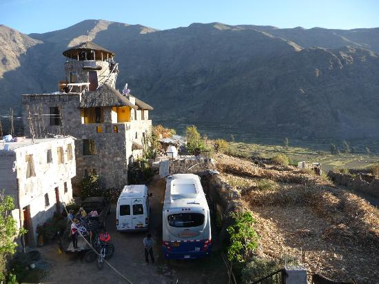 Hotel Kunturwassi Colca: view at the back of the hotel