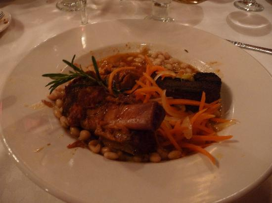 Canfield House Restaurant: Braised pork shank with white beans and carrots - Canfield House