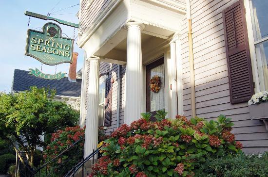 Spring Seasons Inn & Tea Room: Entrance