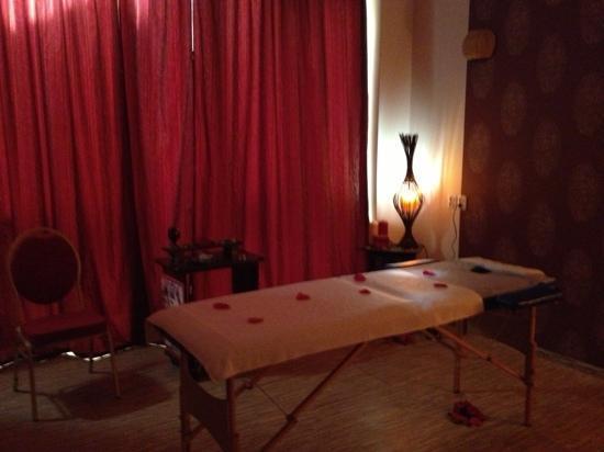 Hotel Nevis Wellness & SPA: massage room