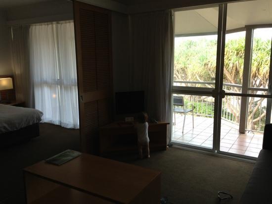 Novotel Twin Waters Resort: living area in lagoon room