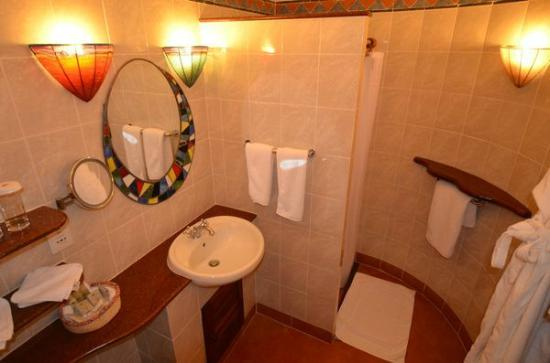 Amboseli Serena Safari Lodge: salle d'eau