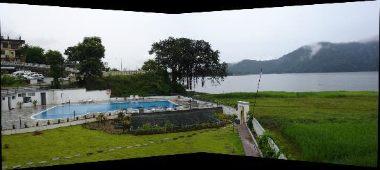 Waterfront Resort Hotel: View of pool and lakeside