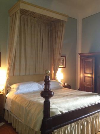 Hotel Loggiato dei Serviti: our bedroom