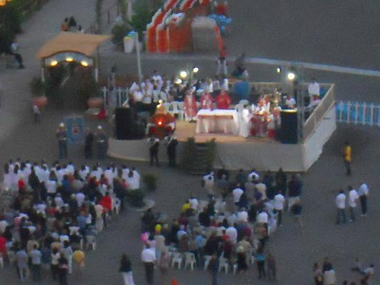 Hotel Miramare: Mass on the Beach