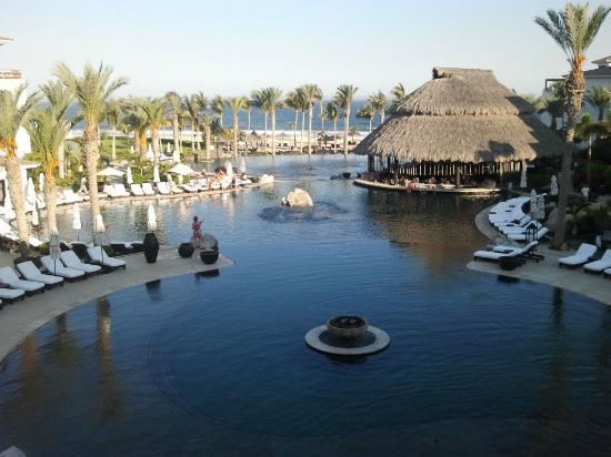 Cabo Azul Resort: pool area