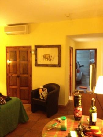 Hotel La Perdiz: room with garage