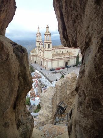 Hotel Sierra y Cal: Iglesia de la Encarnación desde el Castillo