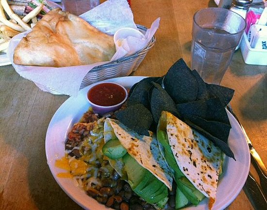 Michaels Kitchen Cafe & Bakery: Delicious Sopapillas with fresh vegetarian quesadilla