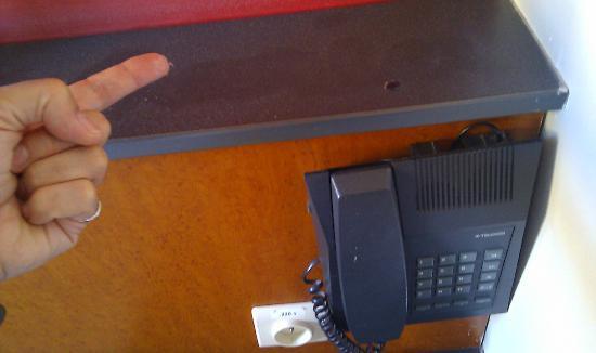 Canalview Hotel Ter Reien: Suciedad en la cabecera de la cama
