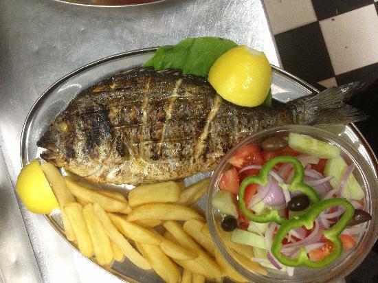 Taverna Kavouras: Fresh sea bass