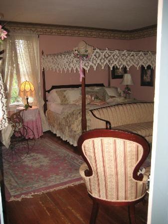 Edgewood Plantation: Lizzie's Room