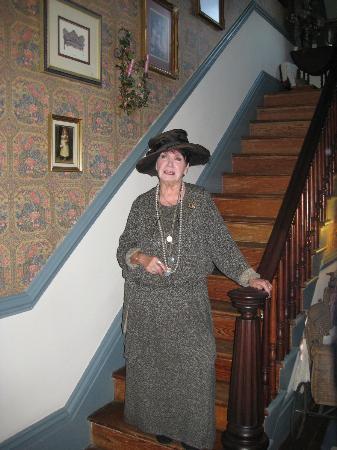 Edgewood Plantation: The Marvelous Hostess and Owner of Edgewood, Dot