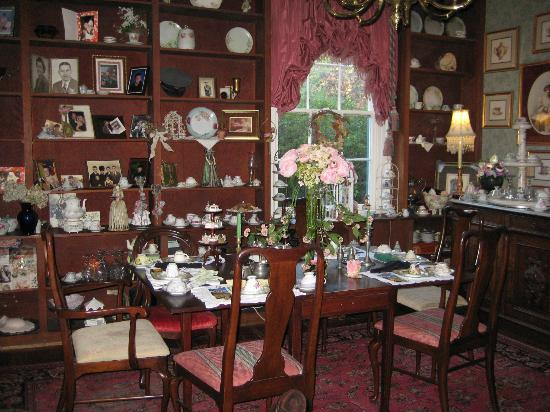 Edgewood Plantation : This room is Dot's Tea Room
