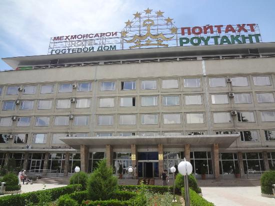 Hotel Poytaht: Outside of Hotel Poytakht in Dushanbe