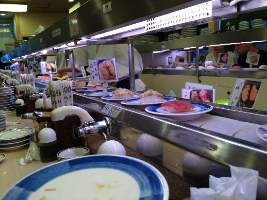 Royal Park Hotel The Kyoto: Conveyor belt sushi close by