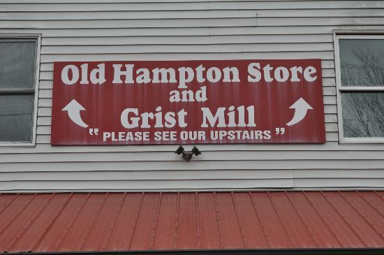 Old Hampton Store and BBQ: Storefront
