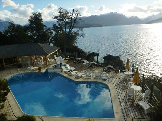 La Posada Hosteria & Spa: Pileta, acceso a Spa.