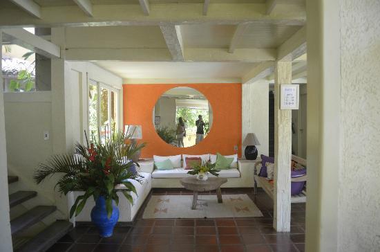 Pousada Casacolina: Recepção... 80% do tempo sem atendentes
