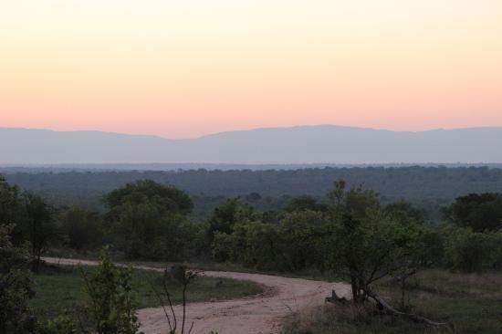 Dulini Lodge: good view on drive