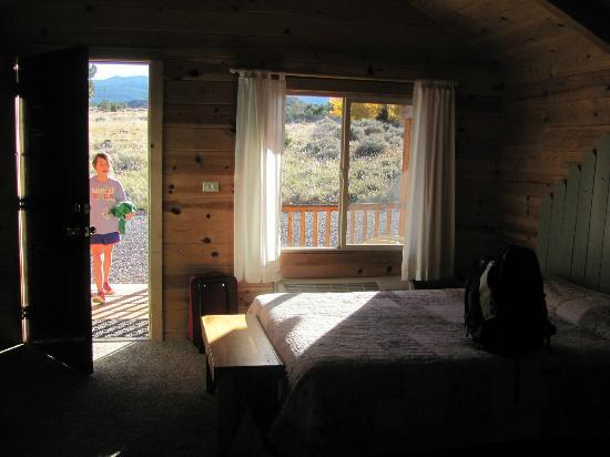 Cowboy Homestead Cabins: Faces West